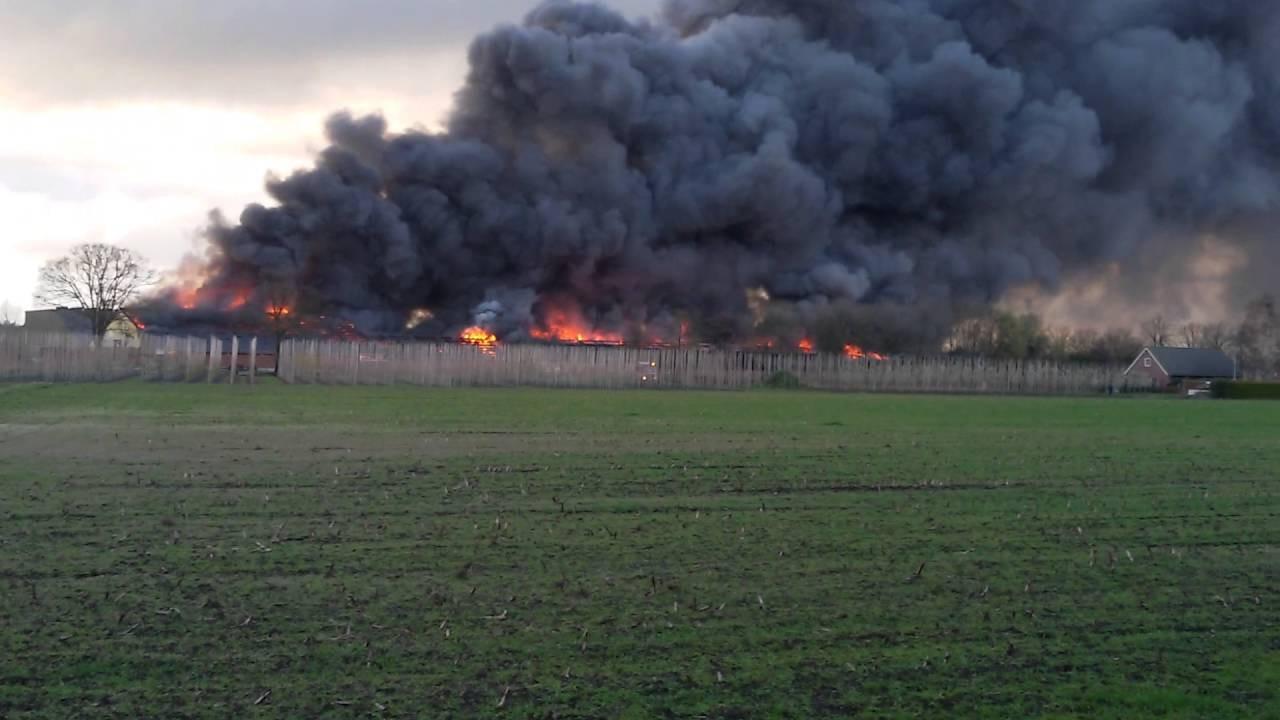 Grote brand op een varkensbedrijf in Oirschot. -corsterken-